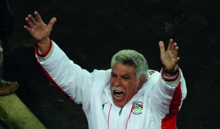 Egyptian coach Hassan Shehata celebrates after the Fifa Confederations Cup football match Egypt vs Italy on June 18, 2009 at the Ellis Park stadium in Johannesburg. Egypt defeated Italy 1-0.    AFP PHOTO / ROBERTO SCHMIDT / AFP PHOTO / ROBERTO SCHMIDT